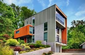 Современный минималистичный дом на холме