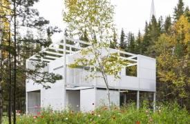 Белоснежный дом с ажурным фасадом в Квебеке