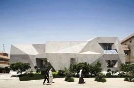 Необычный дом, похожий на оригами