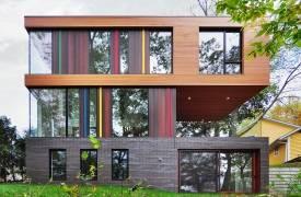 Дом с разноцветным фасадом