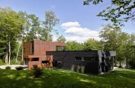 Минималистический дом на берегу канадского озера