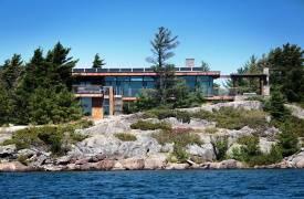 Фешенебельный дом на берегу озера