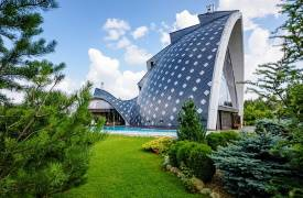 Коттедж нестандартной постройки в КП Николина Поляна