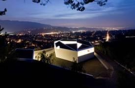 Футуристическая резиденция для двух художников