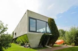 Дом необычной формы в Амстердаме