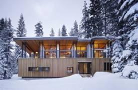Дом в эко-стиле в заснеженных горах Калифорнии