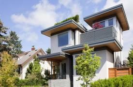 Компактный дом с динамичным дизайном в Канаде